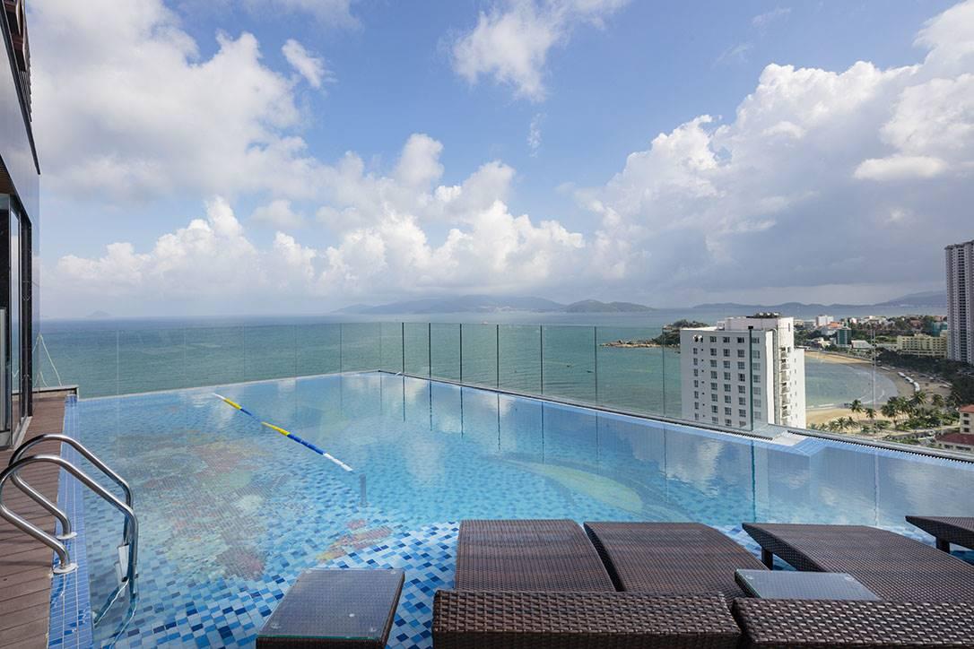 Pool & Bar 2